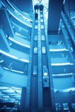 Futuristisches Höhenruder im modernen Gebäude stockbild