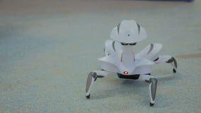 Futuristisches Roboterspinnentanzen Stockfotos