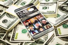 Futuristisches Smartphone mit einer transparenten Anzeige Stockfotografie