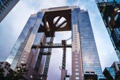 Futuristisches Twin Tower Umeda-Himmel-Gebäude in Osaka, Japan stockbild