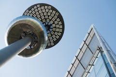 Futuristisk arkitektur i abstrakt begrepp Arkivbild