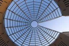 Futuristisk Exponeringsglas-stål kupol - Rovereto Italien Arkivbild