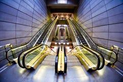 Futuristisk inre av tunnelbanastationen Arkivfoton