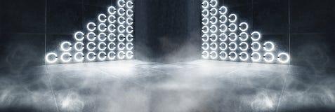 Futuristisk mörk tunnel med runda neonlampor och reflexioner arkivfoton