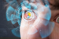 Futuristisk modern cyberman med panelen för teknologiskärmöga Royaltyfri Fotografi