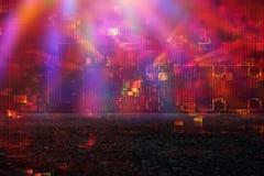 Futuristisk retro bakgrund av den retro stilen för 80 ` s Digital eller Cyberyttersida neonljus och geometrisk modell Royaltyfri Fotografi