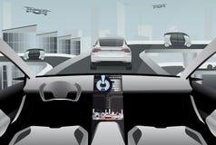 Futuristisk själv som kör bilen på en tekniskt avancerad väg Arkivbild