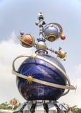 Futuristisk skulptur, Hong Kong Disneyland arkivbilder