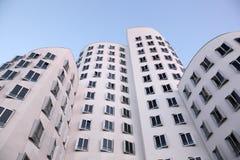 Futuristiska byggnader i Dusseldorf, Tyskland Arkivbilder