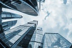 Futuristiska moderna skyskrapor av exponeringsglas och metall Fotografering för Bildbyråer