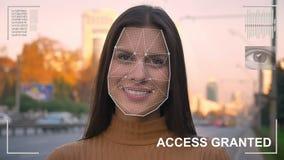 Futuristiskt och teknologiskt avläsa av framsidan av en härlig kvinna för ansikts- erkännande och den avlästa personen