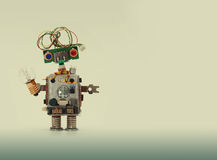 Futuristiskt robotbegrepp med frisyren för elektrisk tråd Mekanism för leksak för strömkretshålighetchip, roligt huvud, färgad bl arkivbilder
