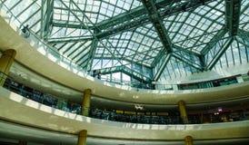Futuristiskt tak av shoppinggallerian i Singapore Fotografering för Bildbyråer