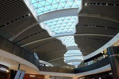 Futuristiskt tak på flygplatsen Fiumicino Arkivfoton