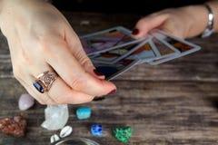 Futuro de predição da mulher do caixa de fortuna dos cartões fotos de stock