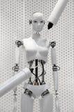 Futurystyczna biała robot kobieta robi maszynami Zdjęcie Royalty Free
