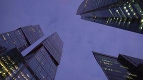 Futurystyczni drapacz chmur różni kształty Niezwykła kamery obracania ścieżka zdjęcie wideo