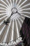 Futurystyczny dach przy Sony centrum, Potsdamer Platz, Berlin, Niemcy. Fotografia Royalty Free