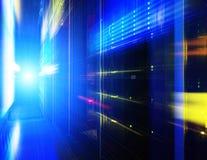 Futurystyczny spojrzenie pokój z komputer mainframe w dane centrum Serweru pokój Obraz Stock