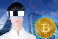Futurystyczny szkło kobiety Bitcoin BTC handlowiec obrazy stock