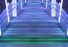 Futurystyczny tło DOWODZONA fiołek zieleń iluminował metali schodki Fotografia Royalty Free