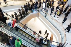 Futurystyczny wnętrze odnawiący centrum handlowe Zdjęcia Royalty Free
