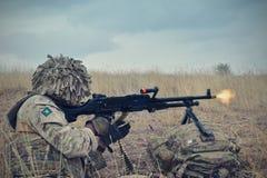 Fuzileiros navais dos E.U. com rifle semiautomático Imagem de Stock