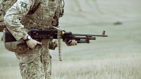 Fuzileiros navais dos E.U. com rifle semiautomático Fotografia de Stock