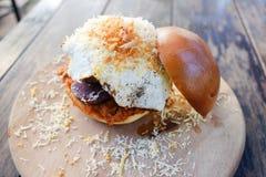 Fuzja hamburger z podpalającą wieprzowiną Fotografia Stock