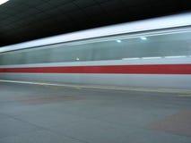 fuzzy mrt prędkości pociągu zdjęcia stock