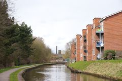 Fylla på med bränsle-på-Trent kanalsidoflerbostadshuset Royaltyfria Bilder