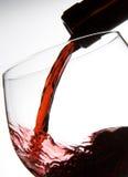 fyllande glass wine Fotografering för Bildbyråer
