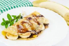 fyllda kräppar för bananchokladkokosnöt arkivfoto