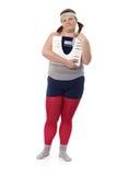 Fyllig kvinna med scalen fotografering för bildbyråer