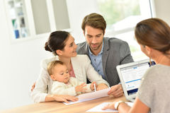 Fyoung amily meeting real estate agent Royalty Free Stock Image