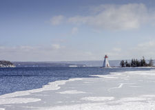 Fyrön i vintern på Ladoga sjön Royaltyfria Bilder