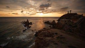 Fyr av Cabo de Gata, AlmerÃa, Spanien med cloudscape på solnedgång arkivfoto