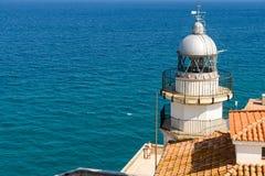 Fyr av Peniscola Papa Luna Castle With Mediterranean Sea som bakgrund Arkivbild