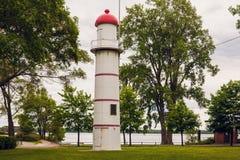 Fyr för Lachine områdebaksida vid St Lawrence River royaltyfri fotografi