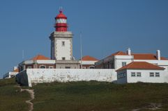 Fyr i Cabo da Roja, Portugal royaltyfri fotografi