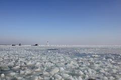 Fyr i frostig dag för vinter Fotografering för Bildbyråer