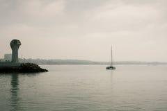 Fyr i marina Agadir Arkivbild