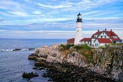 Fyr i Portland Maine med kallt ljus royaltyfri bild