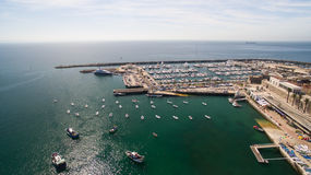 Fyr och marina av Cascais Portugal den flyg- sikten Royaltyfri Foto
