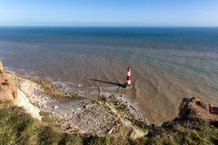 Fyr på det Beachy huvudet, östliga Sussex, Förenade kungariket Royaltyfri Fotografi