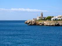 Fyr på kusten av det medelhavs- havet Fotografering för Bildbyråer