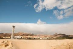 Fyr på stranden av Playa del Matorral, Fuerteventura Arkivfoto