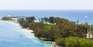 Fyr på tropisk punkt av land i Bahamas Royaltyfri Fotografi