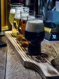 Fyra öl i irländsk bar royaltyfri fotografi