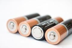 Fyra alkaliska batterier för motorförbundet på en vit bakgrund Arkivfoto